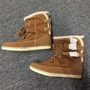 GUESS winter boot size 8.5